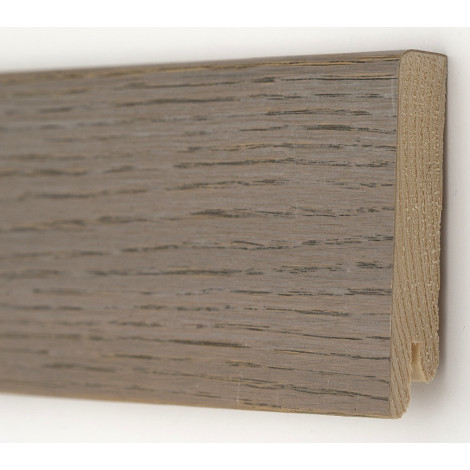 Фото - Плинтус деревянный шпонированный Kluchuk Модерн Дуб Полярный 80х18х2400 Серый KLM8014