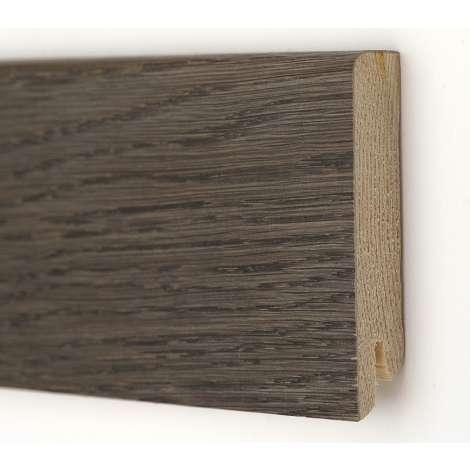 Фото - Плинтус деревянный шпонированный Kluchuk Модерн Дуб Базальт 80х18х2400 Серо коричневый KLM8015