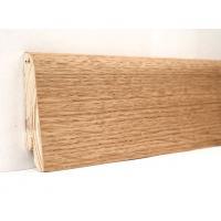 Картинка - Плинтус деревянный шпонированный Kluchuk Евро Дуб натуральный 60х18х2400 Коричневый KLE6001